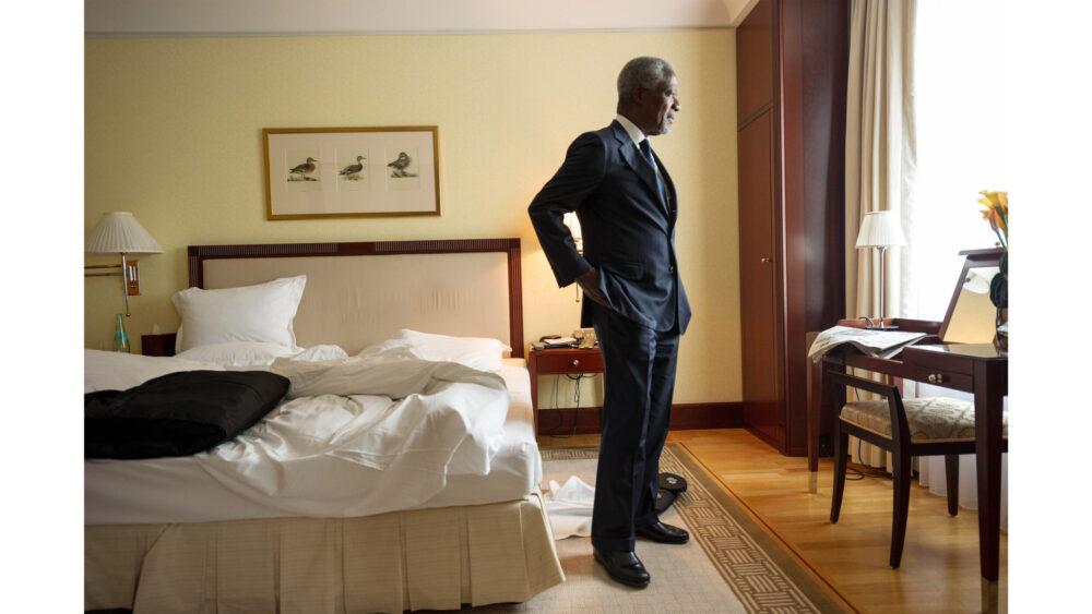 Kofi Annan im Hotel während eines Interviews mit Redakteuren des Magazins Spiegel.