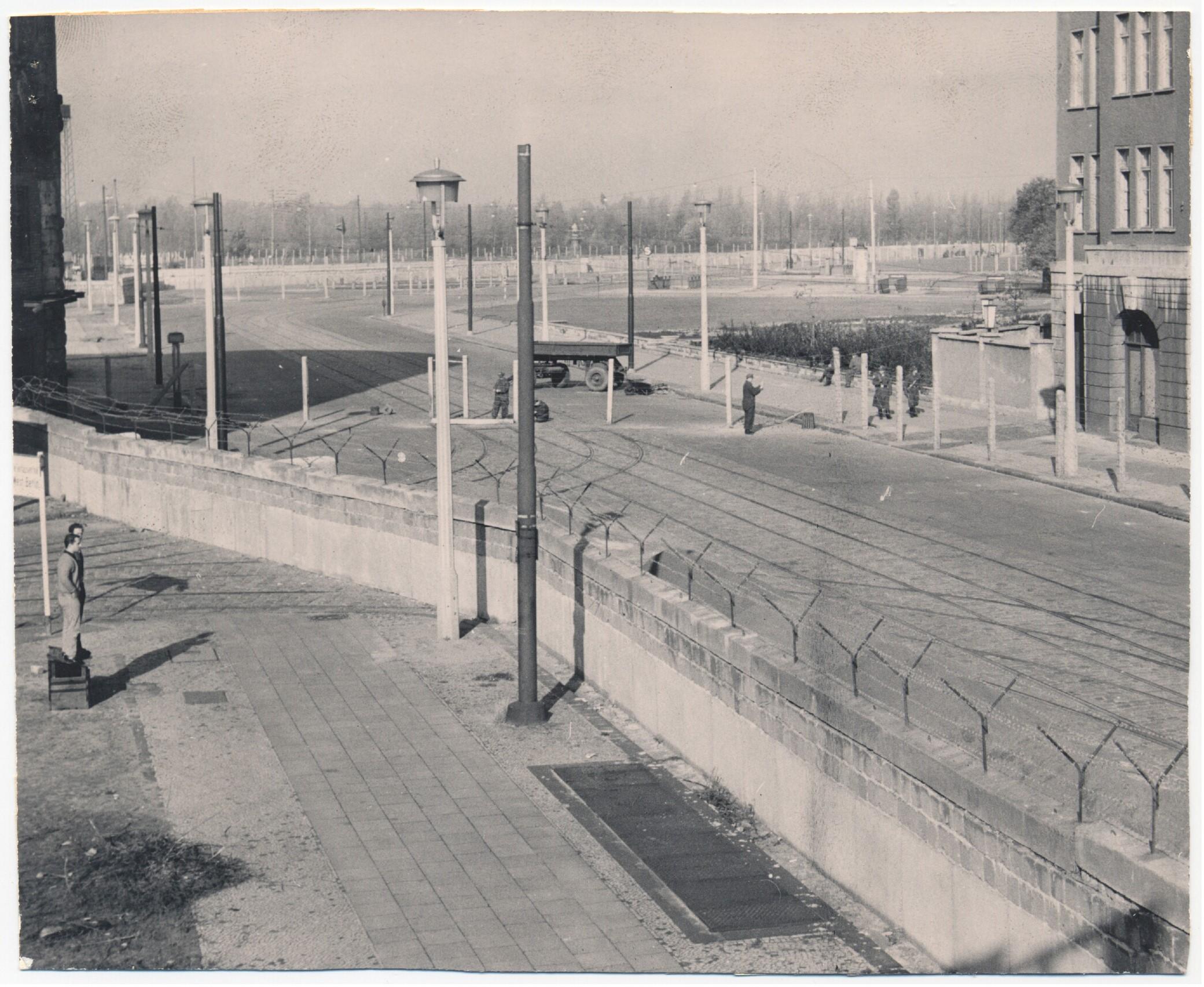 Audio walk the Building of the Berlin Wall   Bundeskanzler Willy ...